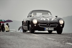 It has entered both the race version and road version of the 300SL