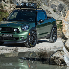 The snorkel-like air intake at the roof level means the MINI Paceman Adventure is prepared to cross an area of ​​deep waters
