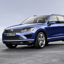 All versions of the new Touareg have been equipped with bi-xenon headlights and received a new larger grille and modified bumper