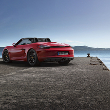 The Boxster GTS reaches a top speed of 281 km/h and the Cayman GTS reaches 285 km/h