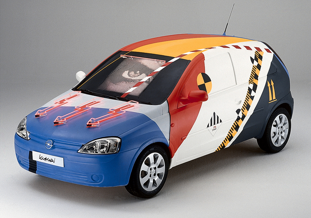 This artistic interpretation of the Corsa C is shown at the world premiere in Paris in 2000.