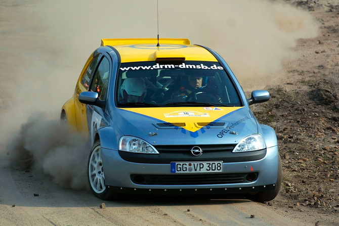 2003 sees two Corsa 1600 take part in the Monte Carlo rally world cup.