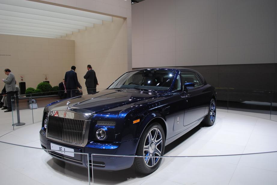 Carro In English >> Rolls Royce Johnny English Phantom Coupe 5 Photos Autoviva Com
