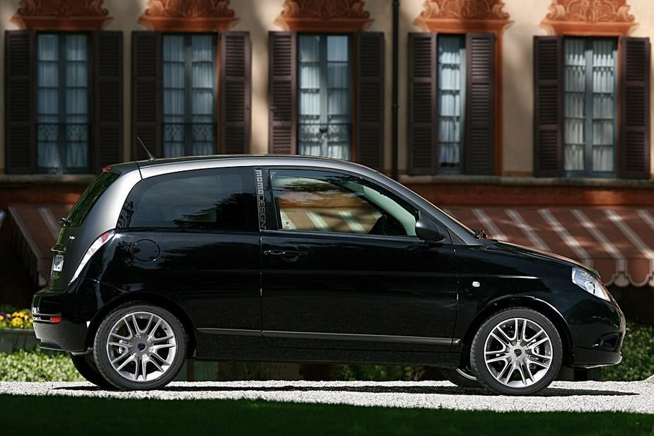 Lancia ypsilon sport momo design 1 3 multijet 16v 3 for Lancia y momo design interni
