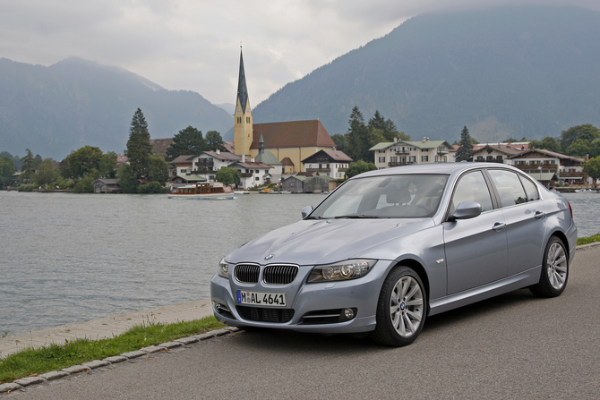 people bmw 320d xdrive lifestyle e90 lci photo. Black Bedroom Furniture Sets. Home Design Ideas