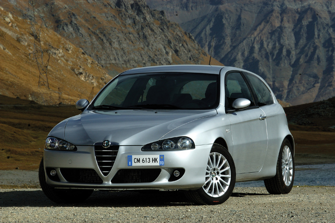Alfa Romeo 147 2.0 Twin Spark Distinctive Photos :: 1 picture ...