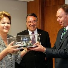 BMW Head of Sales Ian Robertson et Dilma Rousseff