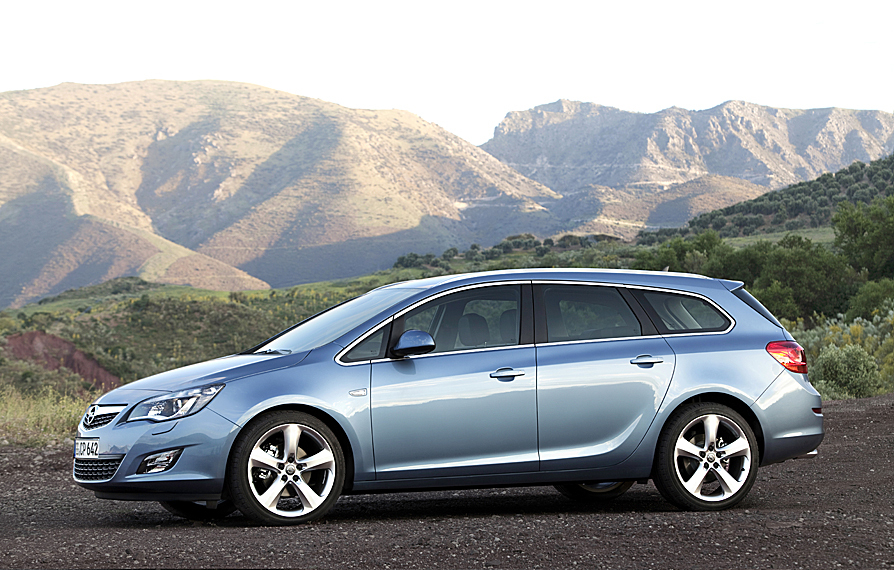 Opel Astra Sports Tourer 1.6 Turbo Cosmo Active Select :: 3 photos and ...
