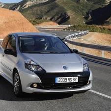 Renault Clio III 2.0 16v RS (09)