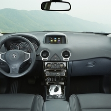 The interior offers Renault's 7in R-Link touchscreen infotainment system
