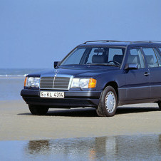 Mercedes-Benz 220 TE AT