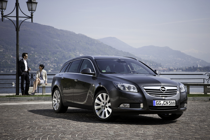 Opel Insignia Sports Tourer 2.0 CDTi ECOTEC 4x4 Photos :: 3 pictures ...