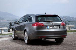 Opel Insignia Sports Tourer 2.0 CDTi ECOTEC 4x4 :: 3 photos and 24 ...