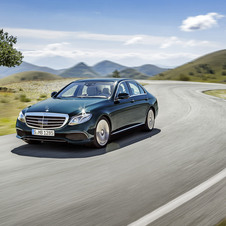 The exterior design of the new E-Class shows several similarities with the smaller C-Class and larger S-Class