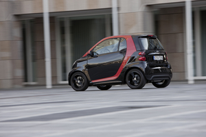 Smart Fortwo Sharpred Adds Gloss Black and Red Inside and Out