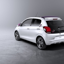 The new 108 has a rear glass door, as the new Twingo