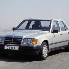 Mercedes-Benz 200 E AT