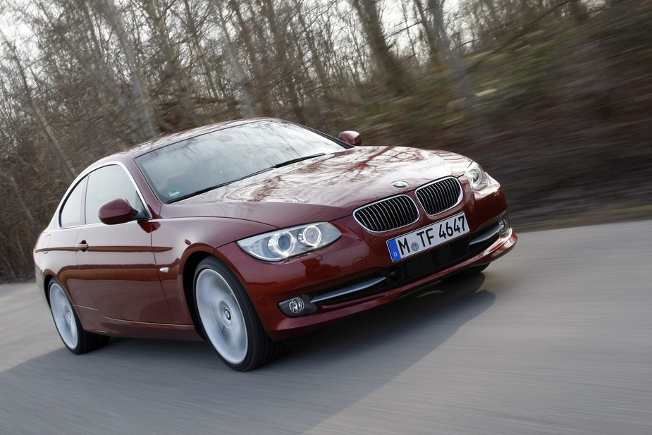 bmw 330i coup automatic lci 1 photo and 64 specs. Black Bedroom Furniture Sets. Home Design Ideas
