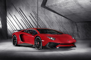 At the heart of Aventador SV is the powerful engine 6.5 liter V12 with 750hp