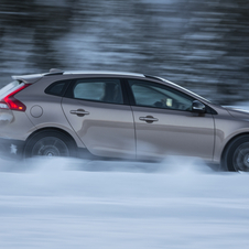 Volvo V40 T4 Momentum CC Cross Country