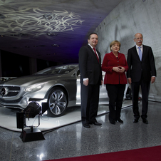 Chancellor Merkel is supporting German automakers is opposing lower CO2 regulations