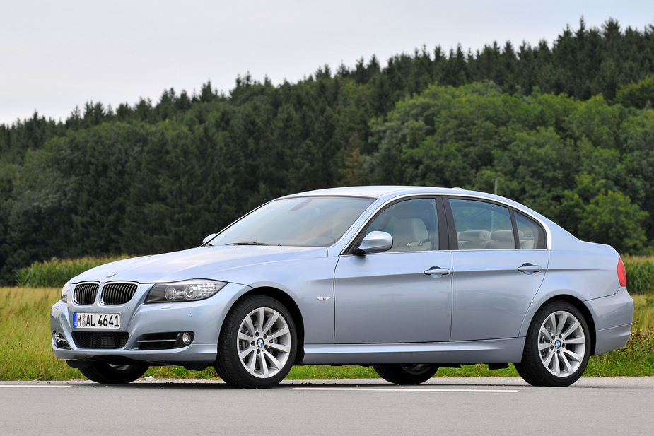 bmw 325d automatic lci 1 photo and 61 specs. Black Bedroom Furniture Sets. Home Design Ideas