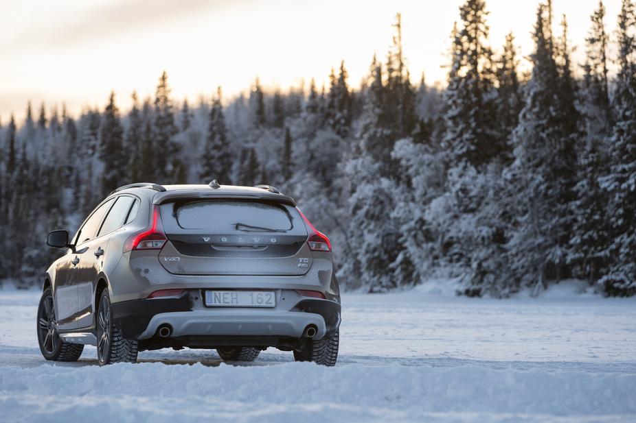 Volvo V40 T4 Momentum Cross Country Powershift :: 2 photos :: autoviva.com