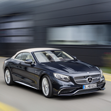 As the recently released S65 AMG Coupé, the Cabriolet version gets the V12 biturbo 5.5 liters engine with an output of 630hp and 1000Nm of torque