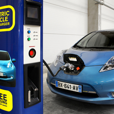 Nissan Begins Giving Out 400 Electric Car Chargers in Europe