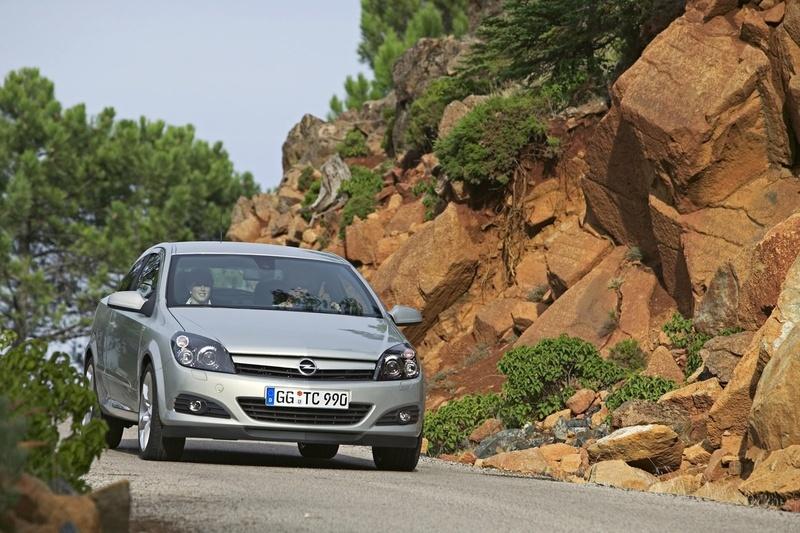 Opel Astra GTC 1.9 CDTI ECOTEC :: 2 photos and 63 specs :: autoviva ...