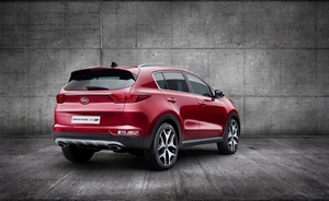 Despite maintaining a traditional SUV image, the new Sportage has a slightly more raked profile