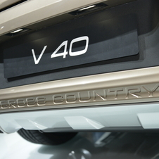 Volvo V40 Cross Country premiers in Paris