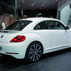 Volkswagen Introduces Beetle and Passat R-Line