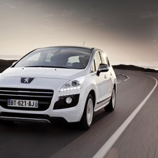 The updated 3008 Hybrid4 sees an upgrade in fuel efficiency and emissions