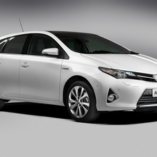 Toyota will offer the Auris as a hybrid and regular car