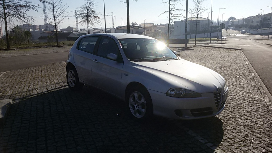 alfa romeo 147 1 9 jtdm 16v distinctive 3 photos and 56 specs. Black Bedroom Furniture Sets. Home Design Ideas