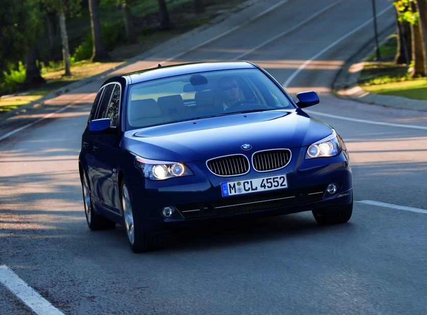 Bmw 530d Xdrive Touring 1 Photo And 52 Specs Autoviva Com