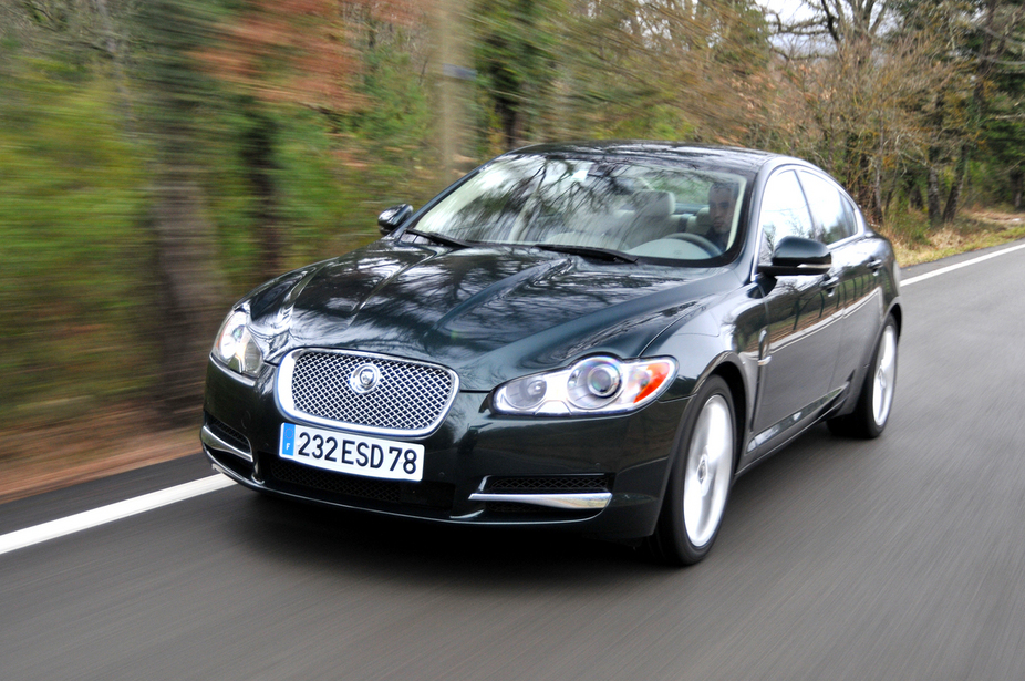 jaguar xf 3 0d v6 s premium luxury 3 photos and 57 specs. Black Bedroom Furniture Sets. Home Design Ideas