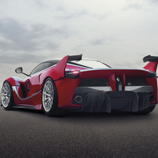 The FXX K is equipped with a hybrid system that combines a 6.3 liter V12 860hp engine and a 190hp electric motor