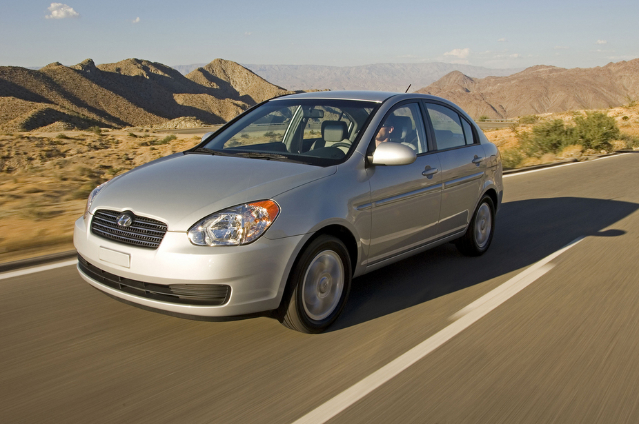Hyundai Accent 1.4 Saloon :: 2 photos and 81 specs :: autoviva.com