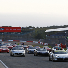 A total of 964 Ferraris from all over Great Britain gathered for the event.