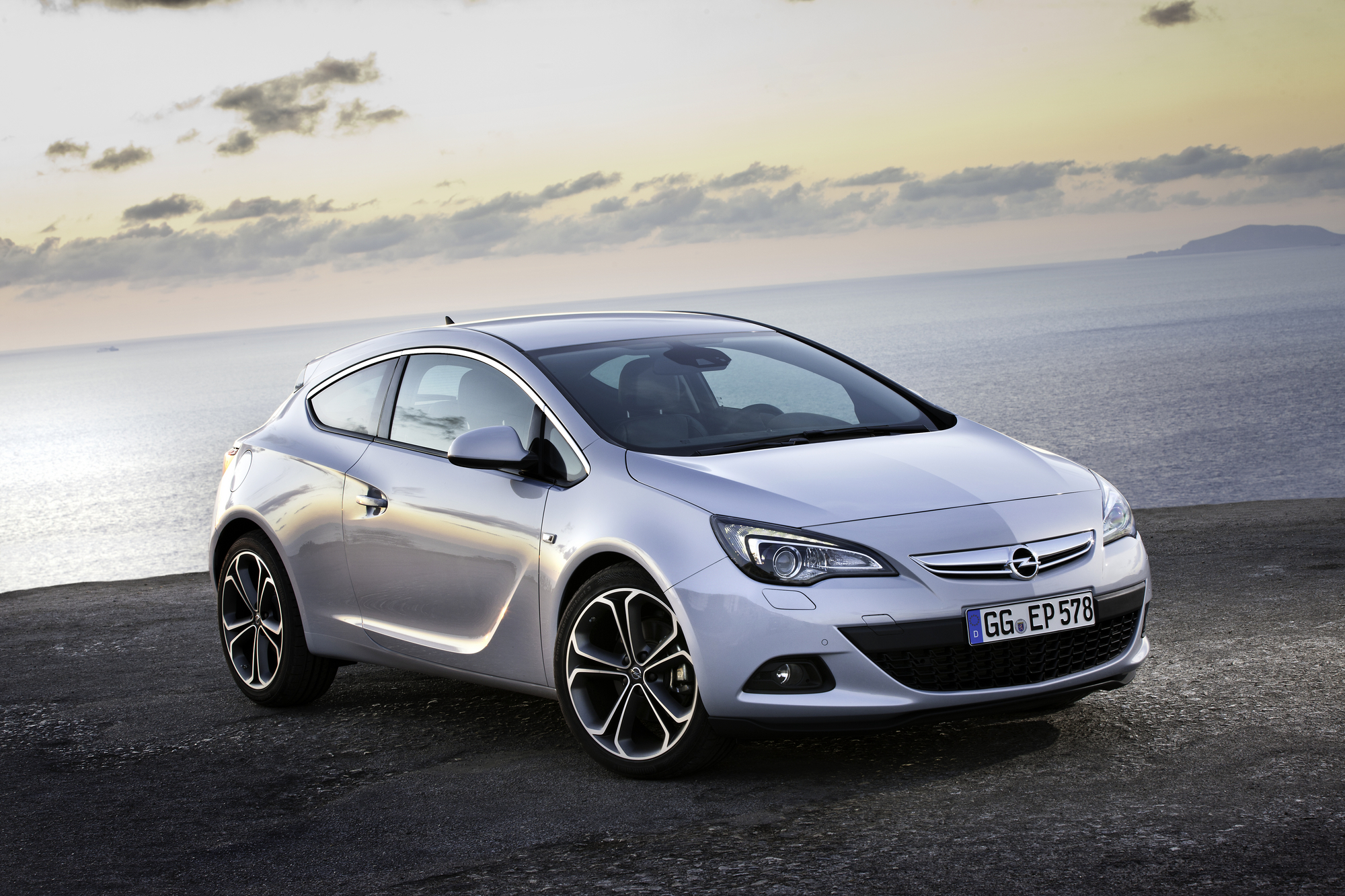 opel astra gtc 2 0 cdti active select slideshow. Black Bedroom Furniture Sets. Home Design Ideas