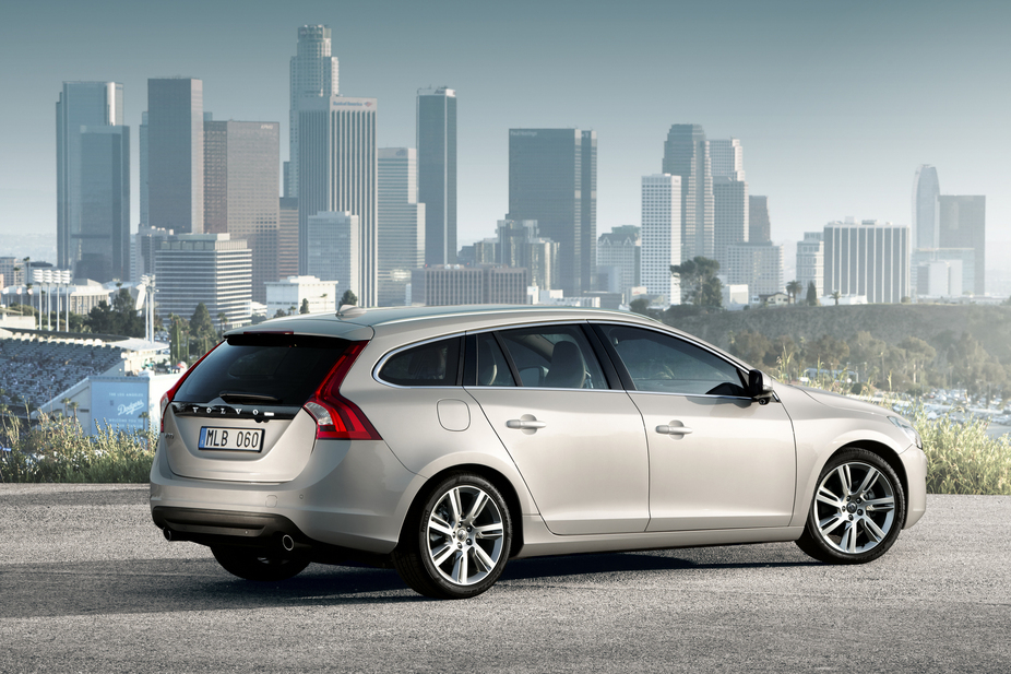 Volvo V60 2.4 D5 :: 1 photo and 56 specs :: autoviva.com