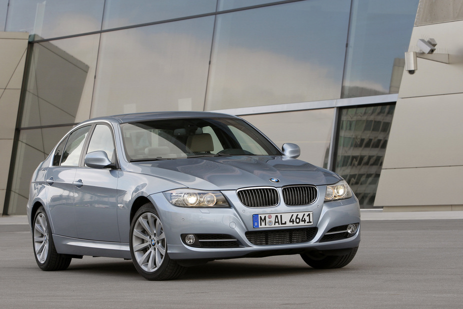 BMW 320i Navigation Automatic LCI  1 photo and 52 specs