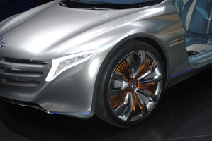 Hydrogen-powered Mercedes-Benz F125 Shows Future of Sustainable Luxury