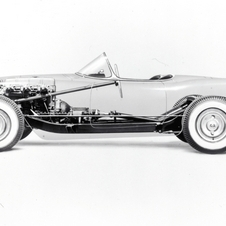 Chevrolet took a few years to begin racing the Corvette