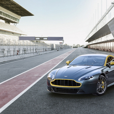 Aston Martin V8 Vantage N430 boosts 436 PS at 7,300 rpm, power similar to the V8 Vantage S