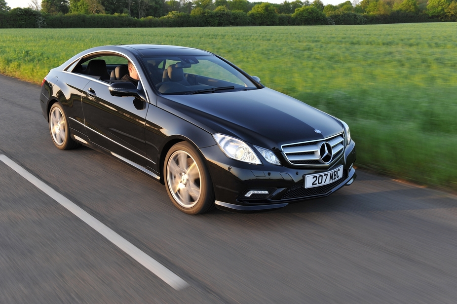 mercedes benz e250 coupe cdi blueefficiency se 2 photos. Black Bedroom Furniture Sets. Home Design Ideas