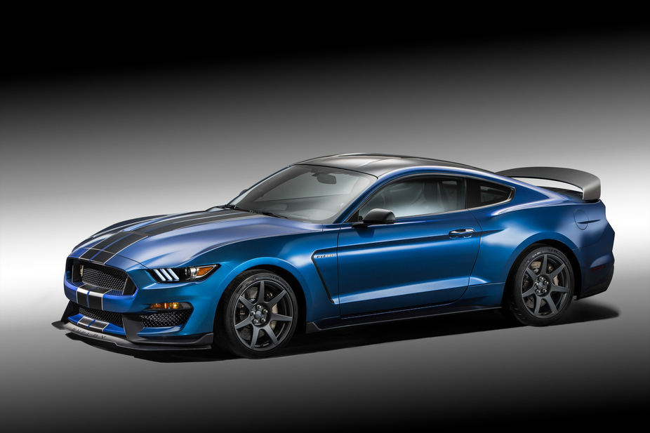 The Shelby Mustang GT350R is powered by a 5.2 liter V8, Ford's most powerfull naturally aspirated engine ever