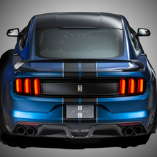 Compared to the GT350, Ford managed to reduce 59kg of weight in the GT350R